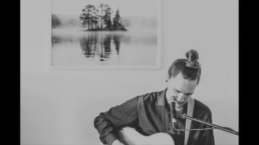 Samoaja (solo) live at a private event © Sarah Otterstätter