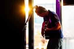 Samoaja (solo) live at Elmun Baari, Helsinki © Kevin Pollard